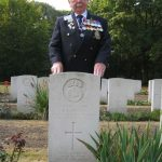 The commemoration at the Jonkerbos War Cemetery at Nijmegen. Les Gibson at the headstone of R.E. Pratt of the Royal Scots Fusiliers. Saturday, 19th September 2009, 15:13 hrs.
