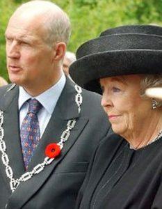 Mr. Prick, the Mayor of Groesbeek, welcomes Queen Beatrix