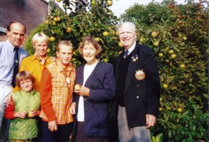 The family Been and their guests Michael and Maureen Brennan from Bristol, U.K. Michael served with 'A compagny, 1st Battalion, The Dorsetshire Regiment'. Friday, 20th September 1996, 17.00 hrs