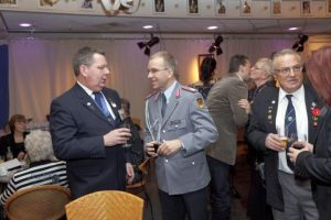 Ard van Hulst and the German military attache Joachim Schmidt during the last meeting of the Market Garden Veterans' Association. Photo: William Moore, The Gelderlander