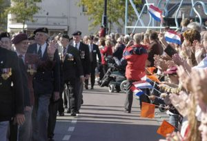 The parade of Veterans in the center of Nijmegen heading for the Traianus roundabout. (photo taken at Kelfkensbos)